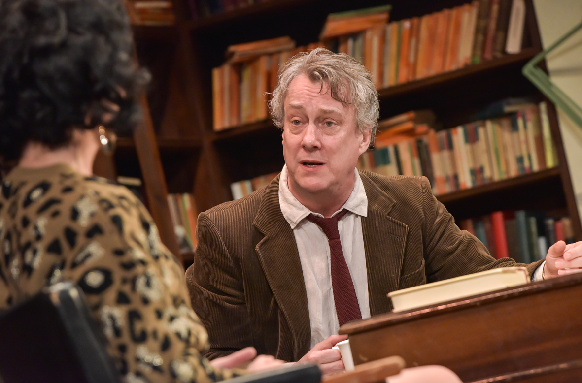 Stephen Tompkinson as Frank in EDUCATING RITA. Credit Robert Day (press)